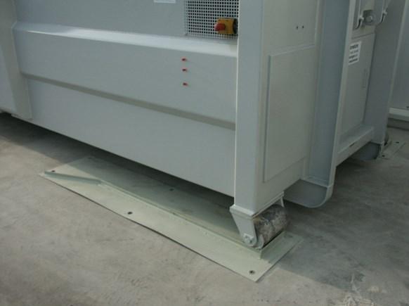 Zentrierschiene und Selbstpresscontainer/Abrollbehälter