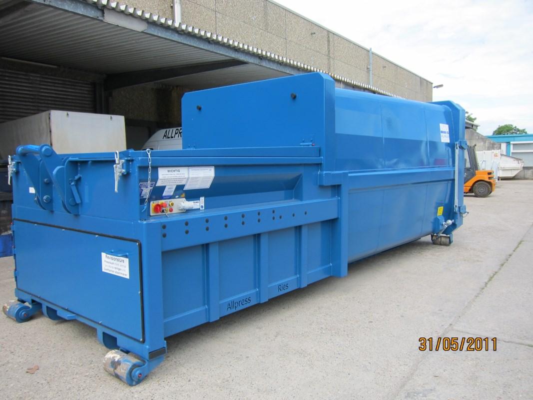 Mobile Abfallpresse für Abrollkipper Typ SP 320 x6-520 großer Einwurf mit 20 m³ Nutzinhalt